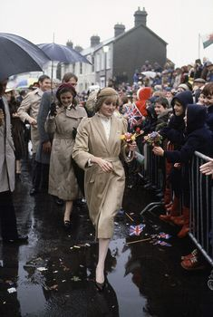 Princess Diana On Her First Official Visit To Wales Walking Through Puddles And Refusing To Shelter Under An Umbrella. Behind Is Her Lady-in-waiting Anne Beckwith-smith (Photo by Tim Graham/Getty Images) Prince And Princess, Princess Kate, Princess Of Wales, Lady Diana Spencer, Princess Diana Fashion, Princes Diana, Lady In Waiting, Royal Engagement, Queen Of Hearts