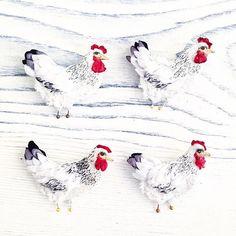 Одинаковые, но такие разные🙈☺️ #polalab #handmade  #brooch #embroidery #embroideryart #laceembroidery #вышивка #вышивальныйманьяк #вышивкагладью #объемнаявышивка  #брошьручнойработы #брошка #russiandesigners #birdproject #art_we_inspire #курица #hen #henparty #chicken #kfc Embroidery Art, Rooster, Jewelry Accessories, Instagram Posts, Jewelry Findings, Chicken