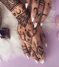 Henna tattoo on the hand and wrists, Tattoo Models Henna Tattoos, Et Tattoo, Hand Tattoo, Mehndi Tattoo, Henna Tattoo Designs, Henna Mehndi, Henna Art, Finger Tattoos, Mehndi Designs