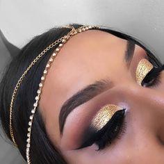 Prom makeup gold glitter winged liner IG: @Vmariexoxo_ #wingedlinertricks