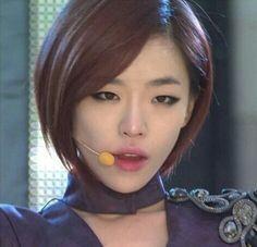 Son Ga In smokey eyes Beauty Makeup, Hair Makeup, Hair Beauty, Kpop Hair, Ga In, Female Portrait, Woman Portrait, Brown Eyed Girls, Korean Aesthetic
