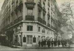 Le célèbre Café Anglais, à l'angle du boulevard des Italiens et de la rue Marivaux, peu de remps avant sa destruction en 1913. Ce café fut longtemps le temple de l'élégance parisienne et le rendez-vous de toutes les élites - Paris 2ème et 9ème