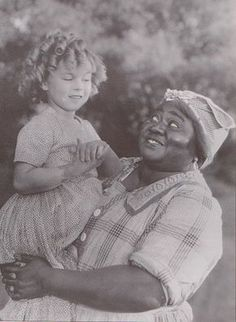 1935 Shirley Temple & Hattie McDaniel in The Little Colonel, helping to knock down the walls for African American Actors! Hollywood Icons, Golden Age Of Hollywood, Hollywood Stars, Classic Hollywood, Old Hollywood, Old Movie Stars, Classic Movie Stars, Classic Movies, Shirley Temple