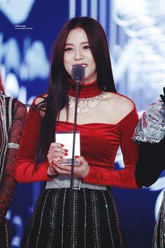 Photo album containing 17 pictures of Jisoo Blackpink Jisoo, Yg Entertainment, South Korean Girls, Korean Girl Groups, Tvxq Changmin, Black Pink, Jennie Lisa, Ji Soo, Music Awards