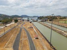 Panama Canal, Miraflores Locks in Ciudad de Panamá, Panamá