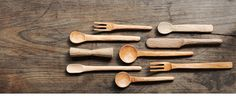 Cool shaped forks and spoons Wooden Ladle, Wooden Spoons, Custom Woodworking, Woodworking Projects Plans, Cool Shapes, Diy Cutting Board, Wooden Kitchen, Japanese Design, Wood Colors