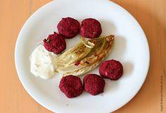 engelchens-probierstuebchen: Rote-Bete-Kichererbsen-Bällchen mit karamellisiertem Chicorée und Zitronen-Koriander-Dressing