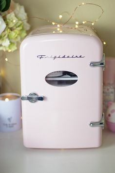 Get a mini fridge for your skincare products. I always put my stuff in the fridge, I've been doing it since the I now have a mini fridge in my bedroom and your products stay cool and protected from heat. Are Mini Fridges The Next Skincare Trend? Hair And Beauty, Beauty Skin, Face Beauty, Beauty Care, Beauty Hacks, Beauty Tips, Diy Beauty, Beauty Products, Homemade Beauty
