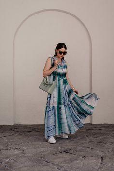 Batik combine made easy: I& show you in a summer outfit, how good . Casual Chic Outfits, Fashion Weeks, Fashion Tips, Fashion Trends, Fashion Bloggers, Tie Dye Outfits, Batik Shirt, Batik Pattern, Mode Blog