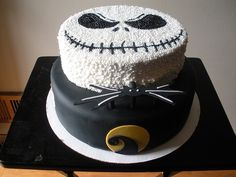 I found my next birthday cake - 'Jack Skellington Cake' . maybe I will make it for Halloween, hmmm. Bolo Halloween, Dessert Halloween, Halloween Cakes, Halloween Treats, Halloween Fun, Halloween Birthday, Beautiful Cakes, Amazing Cakes, Jack Skellington Cake