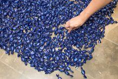 Felix Gonzalez-Torres, Blue Placebo