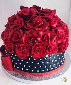 Tort personalizat din pasta de Zahar Negru cu perle si trandafiri roșii Rose Cake, Birthday Cake Girls, Girl Cakes, Cake Creations, Desserts, Red, Bead, Tailgate Desserts, Deserts