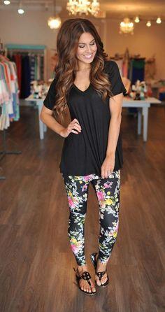 Simple: patterned leggins, plain black t-shirt, cute sandals.