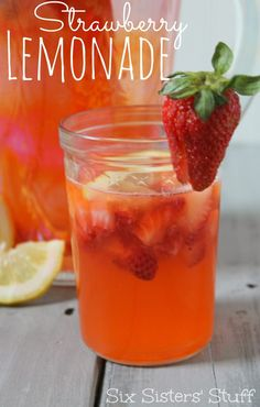 Rainforest Cafe Copycat Strawberry Lemonade from Sixsistersstuff.com. This seriously tastes so good!