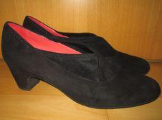* * * Pas de Rouge Wildleder-Pumps schwarz, Gr.42 * * * Pumps, Heels, Peep Toe, Ebay, Fashion, Red, Clothing Accessories, Ladies Shoes, Suede Fabric