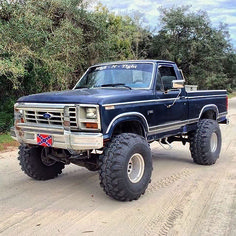Vintage Trucks - These F-Series latest generations will give you a glimpse of the recent improvement in the Ford truck design. Classic Ford Trucks, Ford Pickup Trucks, 4x4 Trucks, Custom Trucks, Chevy Trucks, Ford 4x4, Lifted Chevy, Ford Bronco, Custom F150