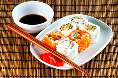 Eating sushi in Tokyo - Click to read about other cool things to do in Japan