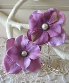 Simplicity Blossoms  Set of 2 Hairpins by bazaarLatino on Etsy (Accessories, Hair, Bobby Pin, bobbi pins, hair pins, flowers, vintage, accessory, falls, silk flowers, pearl, pink, lavender, purple, lilac)