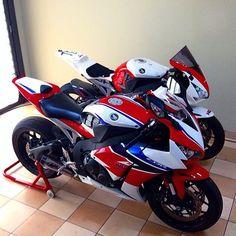 nice RR Via : I love thes bikes Honda Fireblade, Yamaha Yzf R6, Honda Vfr, Honda Cbr 600, Honda Bikes, Ducati Motorcycles, Motorbike Accessories, Custom Sport Bikes, Power Bike