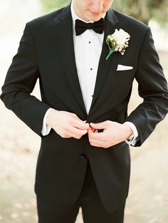 The Dapper Groom | Classic Tux | Savannah, Georgia | Photography by The Happy Bloom Fine Art Photography