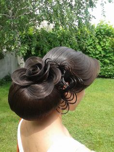 Hair rose by Olga Ivanitsa of the Ukraine! #hairroses View our gallery of hair roses on hotonbeauty.com