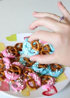 Gender Reveal Snacks-- Pink and blue dipped pretzels
