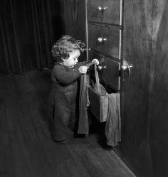 Robert Doisneau... J' ai décidé de ranger les tiroirs de la commode de maman!