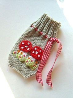 Etwas warmes braucht das Handy. Schöne Handysocke aus Baumwolle gestrickt, passend für alle handelsüblichen Handys.