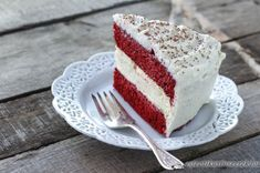 Copycat Cheesecake Factory Red Velvet Cheesecake -- Vanilla Bean Cheesecake and Red Velvet Cake covered in Cream Cheese Frosting Red Velvet Cheesecake Factory Recipe, Cheesecake Factory Copycat, Red Velvet Cheesecake Cake, Cheesecake Frosting, Just Desserts, Delicious Desserts, Yummy Food, Cupcakes, Cupcake Cakes