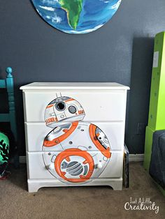 Star Wars Hand Painted Dresser- Just a Little Creativity - Droids Star Wars - Ideas of Droids Star Wars - Check out this Star Wars Droid Hand Painted Dresser. A great piece for a boys room! From Just a Little Creativity Decoration Star Wars, Star Wars Room Decor, Star Wars Bedroom, Star Wars Nursery, Lego Bedroom, Bb8 Star Wars, Star Wars Droids, Star Wars Baby, Kids Bedroom Boys