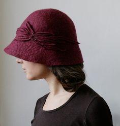 Burgundy Hand Felted Wool Hat @vaivanat