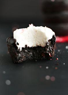Fudgy Vegan Black Bean Brownies with Peppermint! minimalistbaker.com