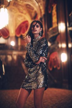 Taylor Hill looks great in sequins. Taylor Marie Hill, Taylor Hill Age, Taylor Hill Style, Holiday Party Outfit, Holiday Party Dresses, Holiday Outfits, Sequin Tunic, Sequin Outfit, Mode Editorials