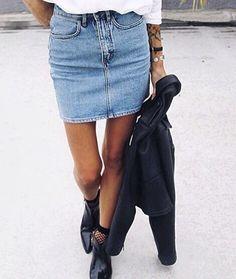 Oh, ma la classica gonna di jeans ci fa così cagare? Dobbiamo per forza avere bottoni, toppe, buchi - come se non vi bastassero quelli che già abbiamo - balze? No?! Bene. Perché da H&M e Zara vendono modelli simili a quello che vedete in foto a 19,99 € ✌️