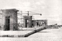 Otra imagen de los trabajos de montaje en Madrid del templo nubio de Debod. Inaugurado por el entonces alcalde de Madrid Carlos Arias Navarro el día 18 de julio de 1972