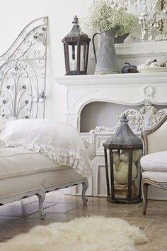 French Country Fall Decorating Ideas White french shabby chic home decorated for fall. zinc lanterns I sheepskin rug I French cottage style I Pottery Barn fall living room. Shabby French Chic, Salon Shabby Chic, Shabby Chic Mode, Shabby Chic Bedrooms, Shabby Chic Cottage, French Decor, French Country Decorating, Shabby Chic Furniture, Shabby Chic Decor