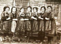 Επταχωρι Καστοριας 1951 Greece Pictures, Old Pictures, Folk, Greek, Memories, Costumes, Traditional, Macedonia Greece, Movie Posters