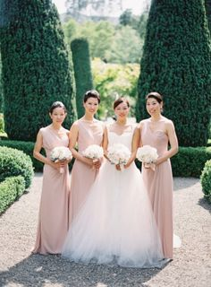 In my mind,black tie is synonymous with a big, grand ballroom. But Beaulieu Garden, with its gorgeous sweeping grounds is taking that pigeon hole and blowing it right out of the water. It's a beautiful ball gown, a classic tux