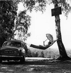Viapoboh:  Paulette Dubost pose pour Simca, 1959, Robert Doisneau.  Atelier Robert Doisneau