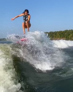 Pop, lock & drop it Surfing Literally my feels all week Nothing left to say except so happy for surf Wakeboard Boats For Sale, Style Surf, Wakeboarding Girl, Surfing Videos, Surfing Pictures, Funny Beach Pictures, Beach Vibes, Surfs Up, Surf Girls