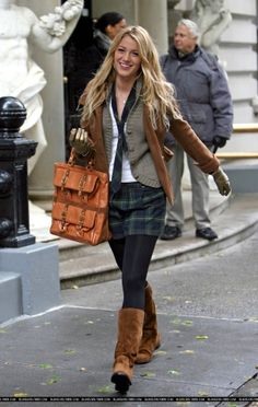 Blake Lively showing fashionistas everywhere how a classy schoolgirl should look. Mode Gossip Girl, Estilo Gossip Girl, Gossip Girl Seasons, Gossip Girl Outfits, Gossip Girl Fashion, Blake Lively Gossip Girl, Gossip Girl Serena, Blake Lively Family, Blake Lively Style