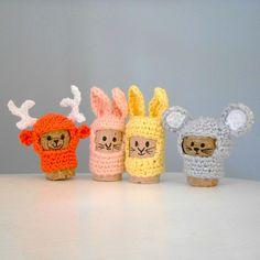 Easter Crochet, Crochet Crafts, Christmas Mood, Christmas Crafts, Confection Au Crochet, Pipe Cleaner Crafts, Smocks, New Year's Crafts, Cork Art