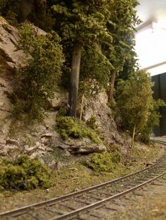 Rock face and steps in vertical scenery make scene appear deeper than it is - Model Trains Ho Model Trains, Ho Trains, Ho Train Layouts, Model Railway Track Plans, Train Pictures, Scenery, Train Set, Garden Railroad, Ho Scale