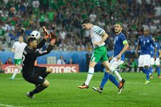 Robbie Brady of Republic of Ireland heads the ball to score the opening goal past Salvatore Sirigu of Italy during the UEFA EURO 2016 Group E match between Italy and Republic of Ireland at Stade Pierre-Mauroy on June 2016 in Lille, France. Republic Of Ireland, The Republic, Salvatore Sirigu, Entertainment Blogs, World Cup Qualifiers, Uefa Euro 2016, European Championships, Sports News, Football