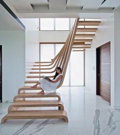 nachhaltiges design holztrittstufen im treppenhaus