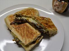 Panini mit Raclettekäse und karamellisierten Zwiebeln #frohesneues #prostneujahr #resteverwertung #käse #wokannmanpaninibrotkaufen #vegetarisch