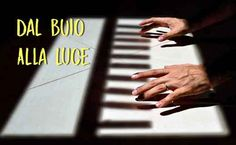 Dal buio alla luce Holding Hands
