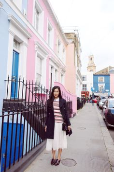 Get a pic of me along the street of notting hill
