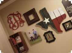 Cute wall gallery, and I LOVE the Texas hanging Texas Living Rooms, My Living Room, Texas Bedroom, Texas Home Decor, Rustic Texas Decor, Texas Crafts, Choo, Trendy Home, Where The Heart Is