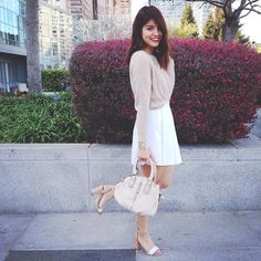 #fashionblogger @kathleencarla tops off an absolutely lovely look with our zip around town purse in beige!
